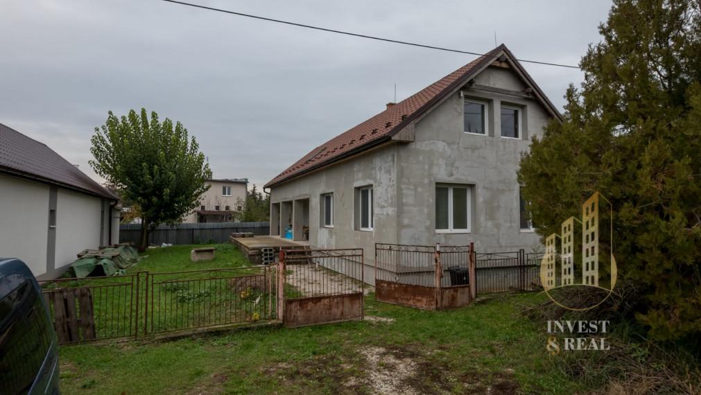 Invest & Real | Na predaj 6-izbový podkrovný rodinný dom v obci Mokrance - REZERVOVANÉ